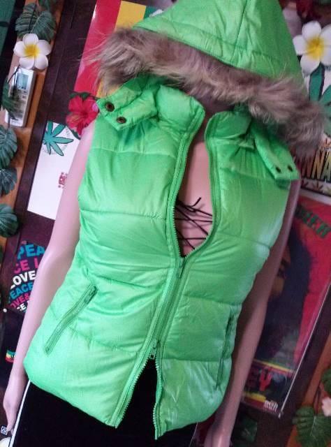 ネオングリーン(*´艸`)ファーフード付ダウンベスト。*゜  < 女性ファッションの