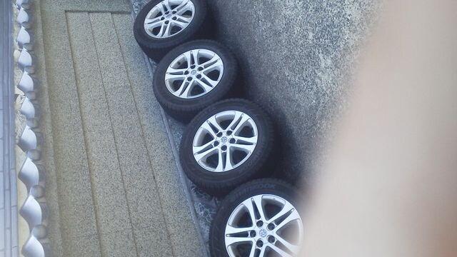 トヨタ・エスティマ純正アルミスタッドレスタイヤ215/60R16