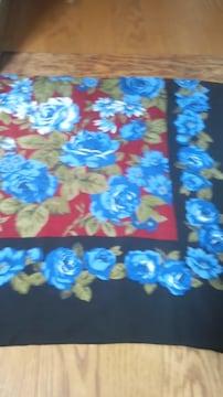 青のバラが素敵な 大判スカーフ106×108 毛100