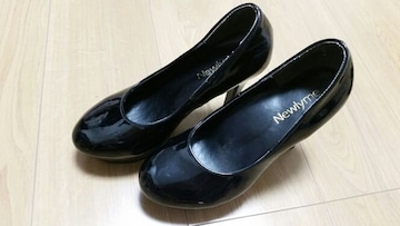 【中古】ブラックパンプス★23.0�p