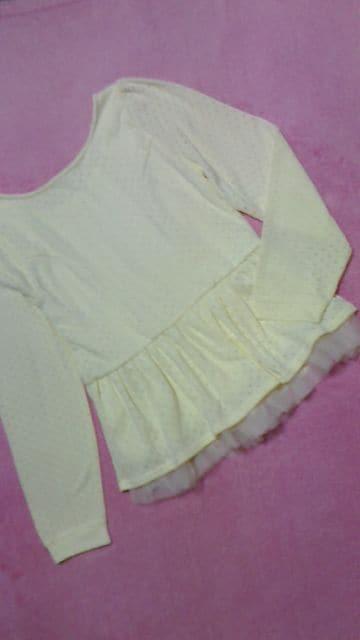 パステルイエロー裾レース付ペプラム薄手ニット激カワ < 女性ファッションの
