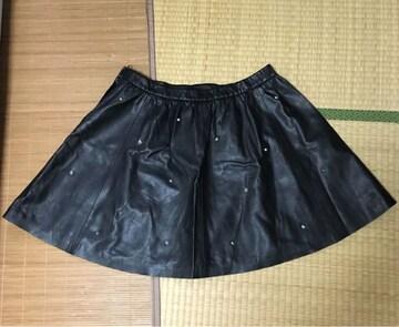 H&M・スタッズ付レザーサーキュラースカート。